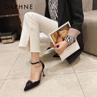 达芙妮2021年新款春季时尚包头高跟鞋女网红尖头百搭一字扣单鞋