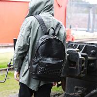 韩版个性铆钉双肩包男潮流女包背包学生书包复古休闲旅行包电脑包zl 黑色