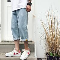 夏季韩版宽松七分牛仔裤学生刺绣裤子直筒浅蓝色中裤潮流男士短裤