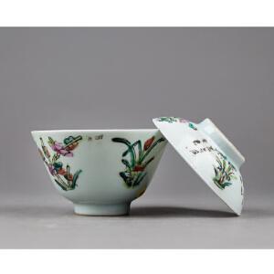 C345清《粉彩四季花卉盖碗》(北京文物公司旧藏,粉彩为饰,器身绘制图案精美绝伦,胎厚釉肥,古意盎然、配精致锦盒。)