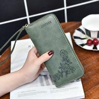 女士手拿钱包2018新款长款手腕包多功能女拉链零钱位大容量手机包 玫瑰花边绿色