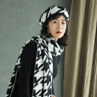 韩版球球蓓蕾帽长款围脖贝雷帽女士黑白间色保暖围巾帽子