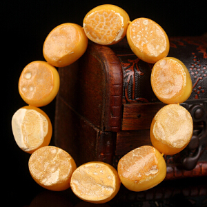 蜜蜡双面带皮随形手串 直径19mm34.75g