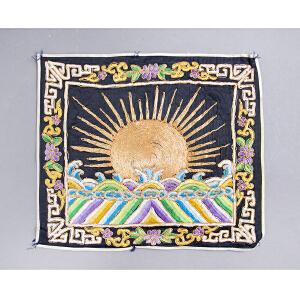 C292清《补子》(此件拍品为清朝官员所用补子。补子乃是朝服胸前后背的刺绣织物,为明清官服饰制度的一个重要特征。)
