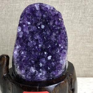 天然*乌拉圭紫晶摆件。