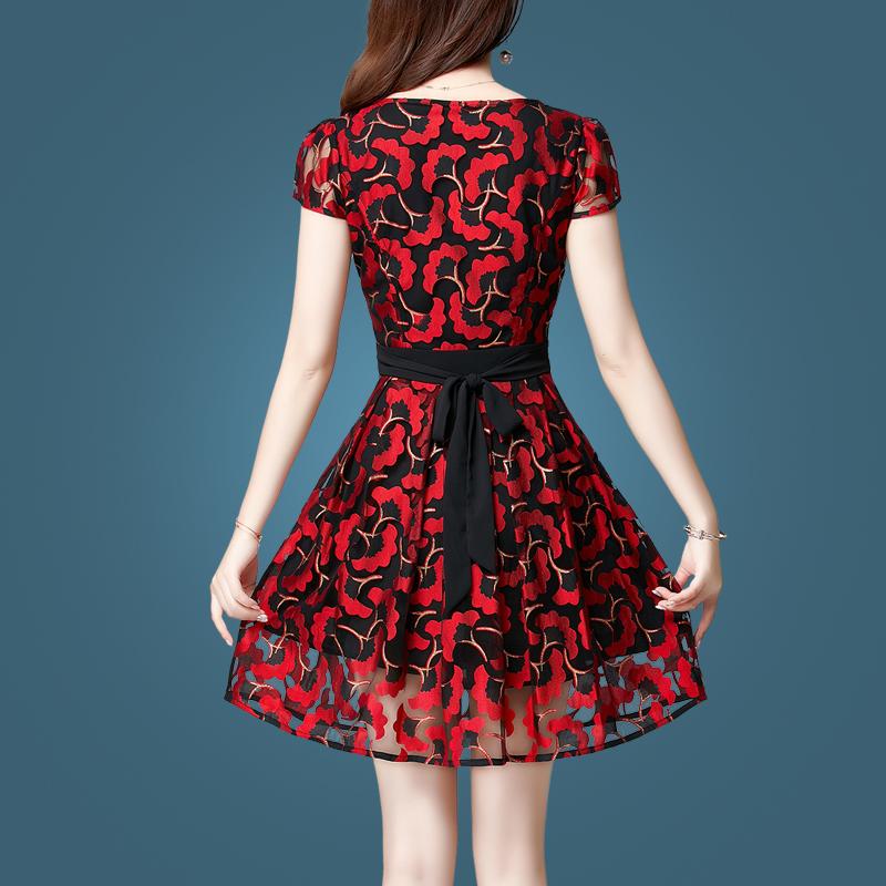 重工刺绣连衣裙2018新款红色裙子女夏季蓬蓬裙韩版修身网纱蕾丝裙年轻时尚显漂亮!