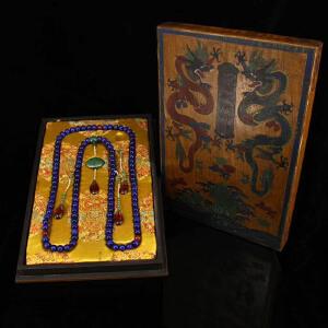 珍藏清宫廷御用老珍贵蓝色猫眼朝珠一条 配老漆器盒一个