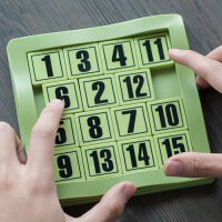 奇趣虎数字华容道滑动拼图小学生儿童数学三国迷盘华荣益智类玩具