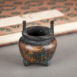 S410明《宣德三足双耳铜香炉》(包浆老到,使用痕迹明显、器型规整。)