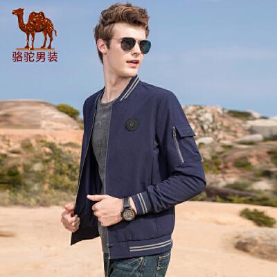 骆驼男装 2018秋冬新款青年时尚纯色棒球领徽章休闲夹克外套男士