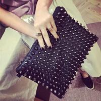 香港欧美时尚手拿包女真皮软皮个性手抓包铆钉女包单肩斜挎包 黑色