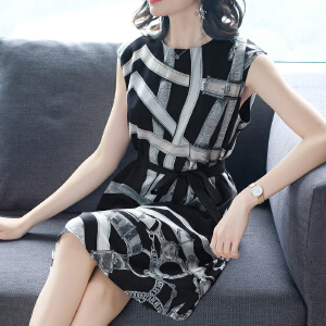 RANJU 然聚2018女装夏季新品新款仿真丝印花连衣裙女系带时尚黑色条纹裙