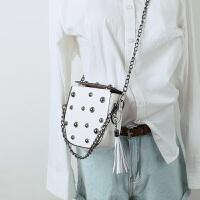 韩国漆皮亮面小方包女包时尚铆钉链条包流苏单肩斜挎包迷你小包包