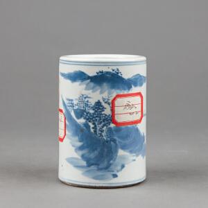 C349清《青花山水纹笔筒》(北京文物公司旧藏,胎质细密厚重,包浆温润,手工绘制纹样生动逼真,年代感十足,配精致锦盒。)