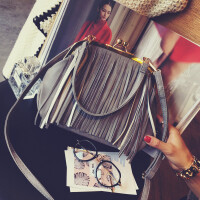 包包新款日韩版复古流苏夹子包手提包单肩斜挎包贝壳包女包潮