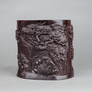 Q612清《紫檀山水人物笔筒》(笔筒包浆老到,木质油润,纯手工雕刻、雕工精美,实为收藏佳品)