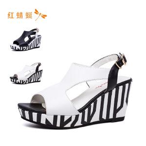 【专柜正品】红蜻蜓女鞋条纹鱼嘴镂空潮流坡跟女凉鞋
