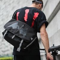 新款斜挎包男士单肩包骑行运动死飞邮差包潮中学生个性书包蝙蝠包 黑色