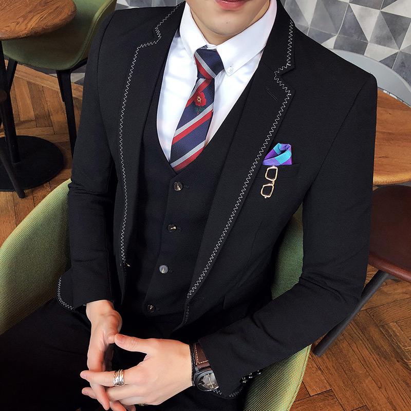 2018春装新品缝边西装男士商务休闲婚礼服西服套装三件套青年时尚 发货周期:一般在付款后2-90天左右发货,具体发货时间请以与客服协商的时间为准