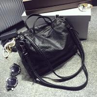 软皮包包秋冬季新款潮手提包时尚机车包女包大包斜挎包单肩包 黑色