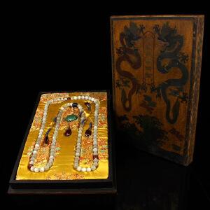 珍藏清代宫廷御用老珍贵蓝白色猫眼朝珠一条 配老漆器盒一个