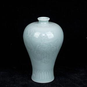 C74清《影青釉三多小梅瓶》(纯手工雕刻、雕工巧妙、栩栩如生、包浆丰厚)