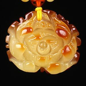 蜜蜡满蜡俏色牡丹花吊坠 重量10.61g(含链)