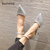 达芙妮凉鞋女2021新款包头仙女鞋闪亮一字扣带细跟尖头高跟夏季