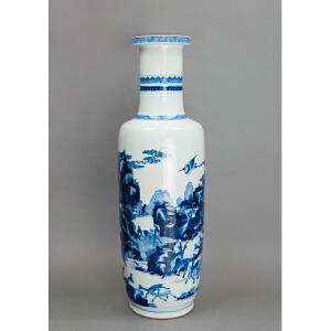 Q565清《青花鹿鹤同春棒槌瓶》(青花发色纯正,器型硕大少有,动物绘画生动,居家摆设收藏之尚品。)