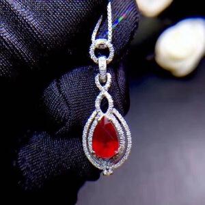 缅甸红宝石吊坠鸽血红红宝石艳如烈火