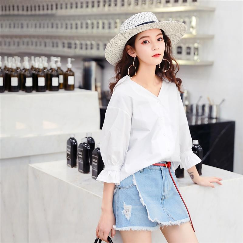 七格格白衬衫女士新款衬衣韩版宽松百搭小心机漏锁骨上衣夏季薄