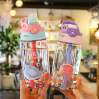 夏季��意便�y�W生少女可��和�喝水杯��嘴式吸管水��