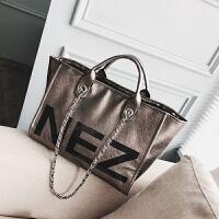 时尚大包包女2018夏季新款潮字母手提单肩包漆皮亮面斜挎包托特包