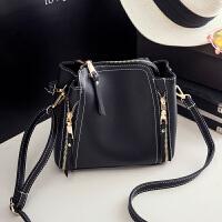 女士小包包新款韩版手提水桶包单肩女包斜挎包时尚简约潮shq 黑色