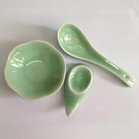 青瓷餐具 牡丹筷子架1只加荷叶小醋碟1只加牡丹勺子1只 筷子架