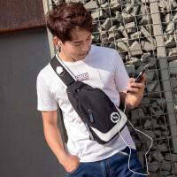 男士胸包单肩包男斜挎包牛津布韩版潮流学生帆布包运动休闲挎包男 黑白色 USB接口