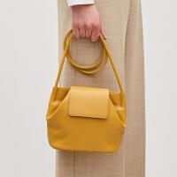 包包女2018春季新款小众设计款极简个性黄色单肩斜挎软皮小水桶包 黄色