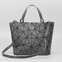 新款不规则几何包折叠菱格手提包水桶包单肩包包斜挎包女包潮