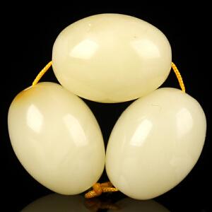 珍稀白蜜蜡三颗配珠 直径11*15mm
