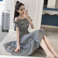 连衣裙夏季新款2018女装韩版一字领露肩格子荷叶边收腰吊带裙子