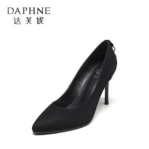 Daphne/达芙妮秋尖头绒面拼接金属圆圈挂饰气质单鞋女