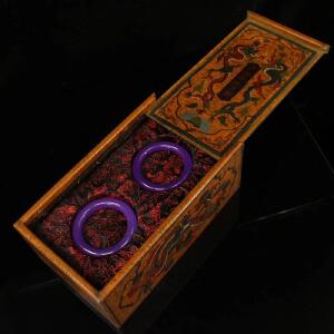 珍藏清*紫罗兰手镯一对     配老漆器盒一个