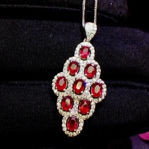 缅甸红宝石吊坠鸽血红