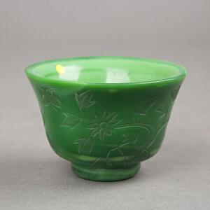 """C849清《绿料花卉碗》(藏品描述:此绿料花卉碗色泽纯正润丽,碗口微撇,腹深,圈足,腹部刻有花卉纹饰,形象逼真。底书""""乾隆年制""""四字款。)"""