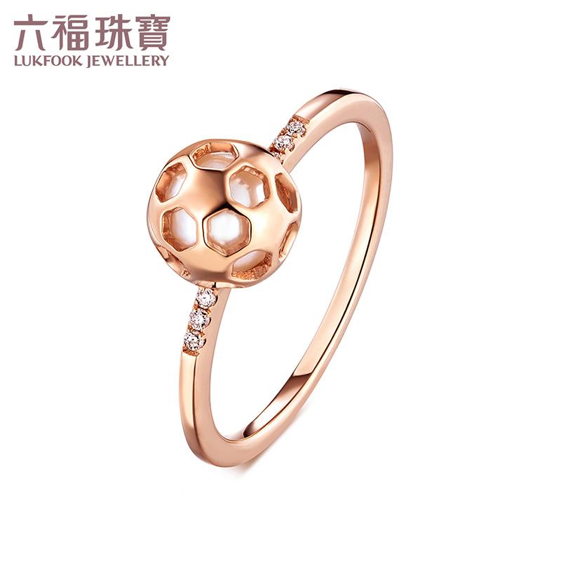 六福珠宝珍珠戒指女款镂空足球淡水珍珠彩金钻石戒指L71TBKR001R镂空足球包裹亮白珍珠 甜美不失活力