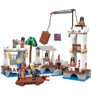 【当当自营】小鲁班加勒比海盗系列儿童益智拼装积木玩具 袭击皇家港M38-B0280