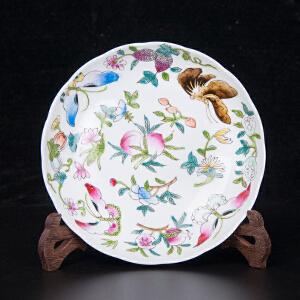 C1436《旧藏粉彩花蝶花口赏盘》(此赏盘器型别致,色彩艳丽,图案清晰,图案寓意美好吉祥,包浆丰润,保存完整。底款:大清光绪年制。)