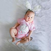 婴儿连体衣服季宝宝装套装三角哈衣3个月睡衣外出包屁衣