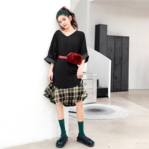 七格格v领连衣裙女装2018春装新款韩版学生黑色宽松显瘦荷叶边中长裙子