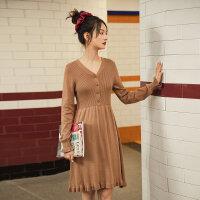 茵曼冬裙女�B衣裙2020年新款V�I�色花瓣袖收腰�L袖中裙毛�裙子【1804196】